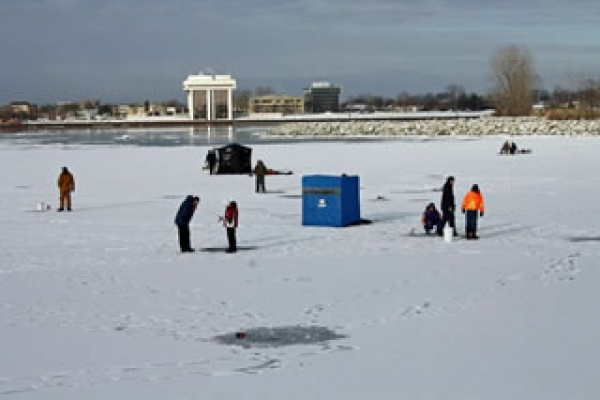 icefishing-crowd-on-sarnia-bay02F9137DA4-A37F-18CE-E646-69CE6985FF3F.jpg